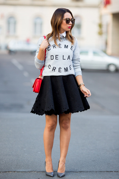 zoe-karssen-sweater-red-zara-bag-black-h-m-trend-skirt_400